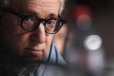 """<p>O diretor Woody Allen fala a jornalistas sobre seu filme """"Meia-Noite em Paris"""" no 64o Festival de Cannes. 11/05/2011 REUTERS/Jean-Paul Pelissier</p>"""