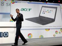 <p>Вице-президент подразделения Google Chromeе Сундар Пичай демонстрирует ноутбуки Acer на базе ОС Chrome на пресс-конференции в Сан-Франциско, 11 мая 2011 года. Продажи ноутбуков, использующих операционную систему Chrome от Google, начнутся в июне, сообщил журналистам один из основателей интернет-гиганта Сергей Брин. REUTERS/Beck Diefenbach</p>
