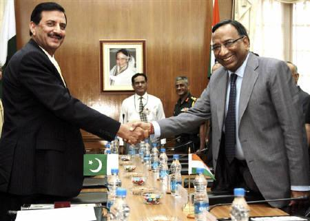 India's Defence Secretary Pradeep Kumar (R) poses for pictures with his Pakistani counterpart Lieutenant-General (retired) Syed Athar Ali before their meeting in New Delhi May 30, 2011. REUTERS/Indian Defence Ministry/Handout