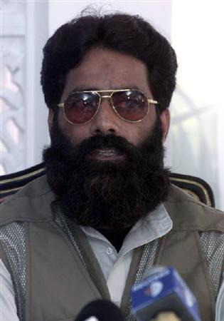 Ilyas Kashmiri speaks during a news conference in Islamabad in this July 11, 2001 file photo. REUTERS/Mian Kursheed/Files