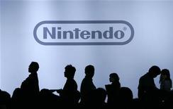 <p>Des serveurs de Nintendo aux Etats-Unis ont été piratés il y a quelques semaines mais aucun vol de données personnelles n'est à déplorer selon le groupe japonais. L'attaque a été revendiquée dimanche par le groupe de pirates informatiques Lulzsec, qui avait annoncé la semaine dernière s'être introduit dans les serveurs gérant les sites internet Sony Pictures Entertainment. /Photo d'archives/REUTERS/Yuriko Nakao</p>