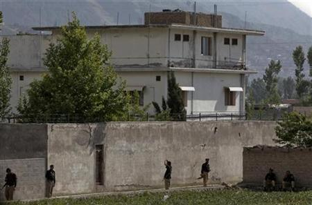 Members of the anti-terrorism squad are seen surrounding the compound where al Qaeda leader Osama bin Laden was killed in Abbottabad May 4, 2011. REUTERS/Faisal Mahmood