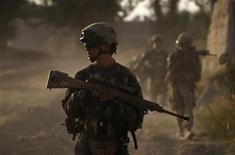 <p>US army soldiers from Charlie company 4th platoon,1st brigade 3-21 infantry, patrol in the village of Chariagen in the Panjwai district of Kandahar province southern Afghanistan June 22 , 2011. REUTERS/Baz Ratner</p>
