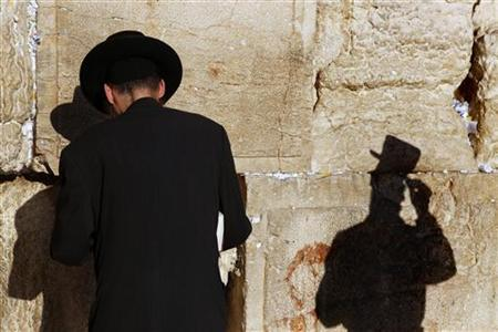 An ultra-Orthodox Jewish man stands in front of the Western Wall, Judaism's holiest prayer site, in Jerusalem's Old City September 14, 2009, as he takes part in a ''global day of prayer'' called by Orthodox rabbis in response to what they described as mounting threats to Israel.REUTERS/Yannis Behrakis
