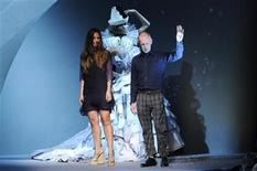 <p>Bill Gaytten (R), head of studio of French house Dior, and his assistant Susanna Venegas appear at the end of the Haute Couture Fall-Winter 2011/2012 fashion show for French fashion house Dior in Paris July 4, 2011. REUTERS/Gonzalo Fuentes</p>