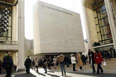 <p>Pedestrians walk in front of the entrance to Fashion Week in Lincoln Center during New York Fashion Week February 12, 2011. REUTERS/Lucas Jackson</p>