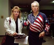 """<p>Former motorcycle daredevil Robert Craig """"Evel"""" Knievel enters the Sunnyvale Municipal Court with his girlfriend Krystal Kennedy before pleading not guilty to weapons charges, October 25, 1994. REUTERS/Blake Sell</p>"""