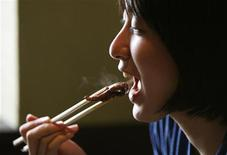 <p>A woman eats a piece of beef strip at a restaurant in Japan July 27, 2011. REUTERS/Yuriko Nakao</p>