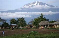 <p>Houses are seen at the foot of Mount Kilimanjaro in Tanzania's Hie district December 10, 2009. REUTERS/Katrina Manson</p>