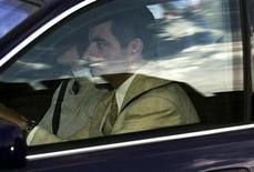 """<p>La estrella de la serie """"Mr. Bean"""" Rowan Atkinson dejó el viernes un hospital del Reino Unido luego de un espectacular accidente en su auto, señalaron reportes de prensa. En la foto d archivo Rowan Atkinson llega al cumpleaños del Príncipe Guillermo en el castillo de Windsor, cerca deLondres, el 21 de junio del 2003. REUTERS/Martin Bennett MB/FA</p>"""