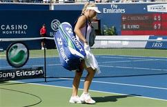 <p>Caroline Wozniacki of Denmark leaves the court after being defeated by Roberta Vinci of Italy during their match at the Rogers Cup in Toronto, August 10, 2011. REUTERS/Mark Blinch</p>