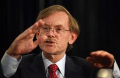 <p>World Bank Chief Robert Zoellick gestures while speaking at the Asia Society's annual dinner in Sydney August 14, 2011. REUTERS/Tim Wimborne</p>