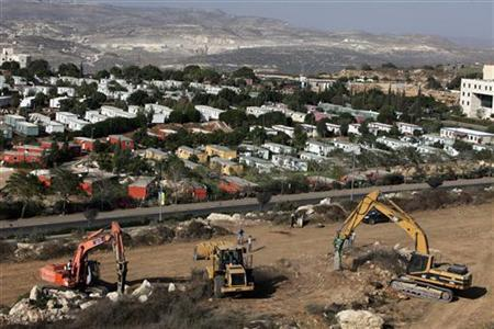 Construction vehicles prepare the ground as building of a housing project resumes in the West Bank Jewish settlement of Ariel September 27, 2010. REUTERS/Nir Elias