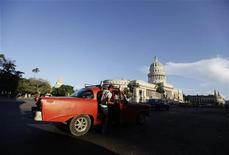 <p>A man boards a private-licensed taxi near Havana's Capitol building August 1, 2011. REUTERS/Desmond Boylan</p>