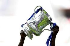 <p>Chelsea's Shaun Wright-Phillips and Salomon Kalou celebrate with the FA Cup trophy after they beat Manchester United to take the cup at the new Wembley Stadium in London May 19, 2007. REUTERS/Dylan Martinez</p>