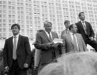 <p>Boris Yeltsin (C) speaks to a crowd from atop an APC surrounded by security men in this file photo taken on August 19, 1991. REUTERS/Stringer</p>