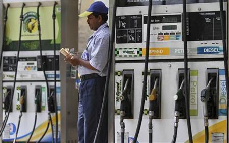 An employee counts money at a fuel station in Kolkata April 7, 2011. REUTERS/Rupak De Chowdhuri