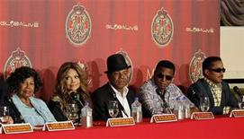 <p>Katherine Jackson (L) with her children La Toya, Tito, Jackie and Marlon attend a news conference to announce a tribute concert for the 40th anniversary of the late pop star Michael Jackson's career in Beverly Hills, California July 25, 2011. REUTERS/Mario Anzuoni</p>