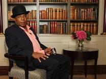 <p>Tito Jackson, brother of singer Michael Jackson who died after an overdose in August, poses for pictures at the Churchill Hyatt Regency Hotel in London September 17, 2009. REUTERS/Luke MacGregor</p>