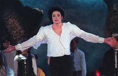 """<p>Pop star Michael Jackson sings the """"Earth Song"""" during the World Music Awards ceremony at the Sporting Club in Monte Carlo in this May 8, 1996 file photo. REUTERS/Eric Gaillard/Files</p>"""