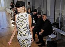 <p>Designer Julien MacDonald (R) watches a catwalk rehearsal ahead of his 2012 Spring/Summer collection during London Fashion Week September 17, 2011. REUTERS/Luke MacGregor</p>