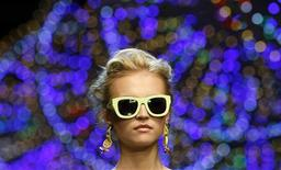<p>A model display a creation as part of Dolce & Gabbana Spring/Summer 2012 women's collection during Milan Fashion Week September 25, 2011. REUTERS/Alessandro Garofalo</p>
