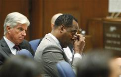 <p>Dr. Conrad Murray (C) wipes a tear during the opening arguments in his trial in the death of pop star Michael Jackson in Los Angeles September 27, 2011. REUTERS/Al Seib/Pool</p>