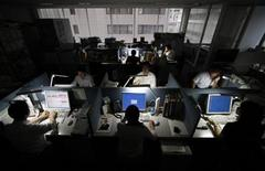 <p>Employees work at a company office in Tokyo June 30, 2011. REUTERS/Toru Hanai</p>