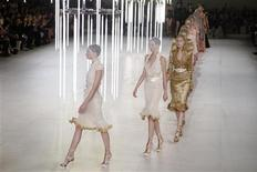 <p>Models appears at the end of the presentation by British designer Sarah Burton for fashion house Alexander McQueen as part of her Spring/Summer 2012 women's ready-to-wear fashion collection show in Paris, October 4, 2011. REUTERS/Pascal Rossignol</p>