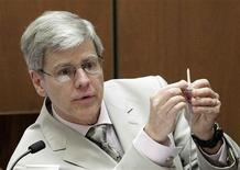 <p>Anesthesiology expert Dr. Steven Shafer holds an intravenous line as he is cross examined by Ed Chernoff, a defense attorney for Dr. Conrad Murray during Murray's involuntary manslaughter trial in Los Angeles October 21, 2011. REUTERS/Reed Saxon/Pool</p>