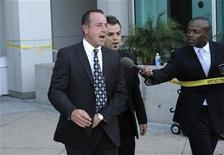 <p>Michael Lohan leaves following his daughter Lindsay Lohan's hearing at the Airport Branch Courthouse in Los Angeles April 22, 2011. LREUTERS/Phil McCarten</p>