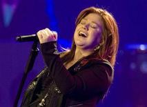 """<p>Kelly Clarkson performs on her north American leg of her """"All I Ever Wanted"""" tour at the Casino Rama in Orillia, Ontario October 15, 2009. REUTERS/Fred Thornhill</p>"""