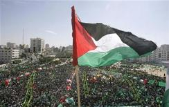 <p>A Palestinian flag flutters during a rally celebrating the release of prisoners from Israeli jails, in Gaza City October 18, 2011. REUTERS/Ahmed Zakot</p>