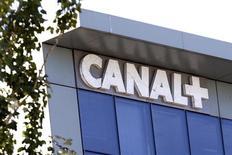 <p>Vivendi et sa filiale Canal+ ont de nouveau soumis à l'examen de l'Autorité de la concurrence le dossier du rachat du bouquet numérique TPS. Cette instance avait retiré en septembre son autorisation à cette opération. /Photo d'archives/REUTERS/Charles Platiau</p>