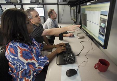 Cyber security analysts work to defend a network during a drill at a Department of Homeland Security cyber security defense lab at the Idaho National Laboratory in Idaho Falls, Idaho, September 30, 2011. REUTERS/Jim Urquhart