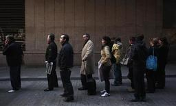"<p>People queue up to buy ""El Gordo"" lottery tickets in downtown Madrid November 16, 2011. REUTERS/Susana Vera</p>"