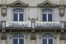 <p>Lehman Brothers, dont l'effondrement avait entraîné une aggravation de la crise financière en 2008, a obtenu mardi le feu vert de la justice à son plan de réorganisation, ce qui lui permettra de sortir du régime des faillites début 2012. /Photo d'archives/REUTERS/Alex Grimm</p>