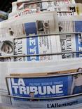 <p>Cinq offres ont été déposées vendredi en vue d'une reprise du quotidien La Tribune sur le point d'être placé en redressement judiciaire, ont fait savoir vendredi le quotidien et son administrateur judiciaire. Elles seront transmises début janvier au tribunal de Commerce pour une décision dans le cours du mois. /Photo d'archives/REUTERS/Éric Gaillard</p>
