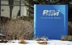 <p>La sede de la firna Research In Motion en Waterloo, Canadá, ene 22 2012. Mike Lazaridis y Jim Balsillie cedieron a la presión de los inversores y renunciaron a la presidencia compartida ejecutiva y del directorio de Research In Motion, dejando el cargo de jefe a un ejecutivo que lleva cuatro años en la compañía que fabrica el BlackBerry. REUTERS/Geoff Robins</p>