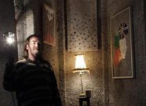 <p>Un artiste irlandais au chômage a construit à Dublin un appartement avec des restes de billets, empruntés à la Monnaie irlandaise, représentant une valeur de 1,4 milliard d'euros. /Photo prise le 24 janvier 2012/REUTERS/Cathal McNaughton</p>