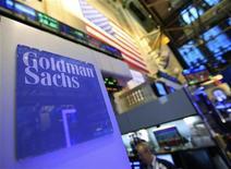 <p>Goldman Sachs à suivre sur les marchés américains. La banque d'affaires américaine dit avoir l'ambition de croître davantage en Europe, selon un journal suisse. /Photo prise le 18 janvier 2012/REUTERS/Brendan McDermid</p>