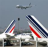 <p>Air France-KLM affiche une hausse de 3,7% de son trafic de passagers en janvier et de 2,5 points du coefficient d'occupation de ses appareils à 81,6%. /Photo d'archives/REUTERS/Charles Platiau</p>