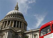 <p>A passenger looks out of a bus window at St Paul's Cathedral in London June 1, 2011. REUTERS/Luke MacGregor</p>