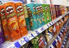<p>Kellogg bondit en Bourse de New York mercredi après avoir signé un accord en vue du rachat des chips Pringles à Procter & Gamble pour un montant de 2,7 milliards de dollars en cash. /Photo prise le 5 avril 2011/REUTERS/Shannon Stapleton</p>