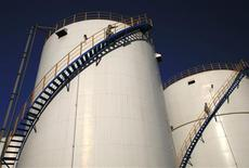 <p>L'Iran dément avoir refusé de livrer à la Grèce 500.000 barils de pétrole brut dans le cadre de représailles aux sanctions de l'Union européenne liées au programme nucléaire de Téhéran, selon l'agence de presse iranienne Isna. /Photo d'archives/REUTERS</p>