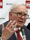 <p>Warren Buffett a de nouveau refusé lundi de dévoiler l'identité de son successeur à la tête du groupe Berkshire Hathaway, se contentant d'expliquer que la personne choisie ignorait elle-même qu'elle l'avait été. /Photo d'archives/REUTERS/Kim Kyung-Hoon</p>