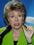 <p>La commissaire européenne à la Justice, Viviane Reding a donné lundi le coup d'envoi des consultations sur l'instauration de quotas de femmes dans les conseils d'administration des entreprises. Les trois mois de débats pourraient déboucher sur une initiative législative. /Photo d'archives/REUTERS/Nikola Solic</p>