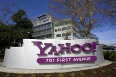 <p>Selon le blog spécialisé dans les nouvelles technologies AllThingsDigital.com, le nouveau directeur général de Yahoo, Scott Thompson, prépare une restructuration significative du portail internet, dont des licenciements qui pourraient concerner plusieurs milliers d'employés. /Photo d'archives/REUTERS/Kimberly White</p>