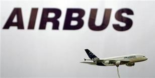 <p>Airbus, filiale d'EADS, estime que l'aviation indienne, en plein essor, aura besoin de plus de 1.040 nouveaux appareils d'ici 2030, pour une valeur totale de 145 milliards de dollars (111 milliards d'euros). /Photo d'archives/REUTERS/Arko Datta</p>