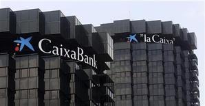 <p>CaixaBank a convenu lundi d'acheter Banca Civica pour 1,97 euro par action, valorisant cette dernière 980 millions d'euros, selon des sources proches du dossier. /Photo d'archives/REUTERS/Albert Gea</p>